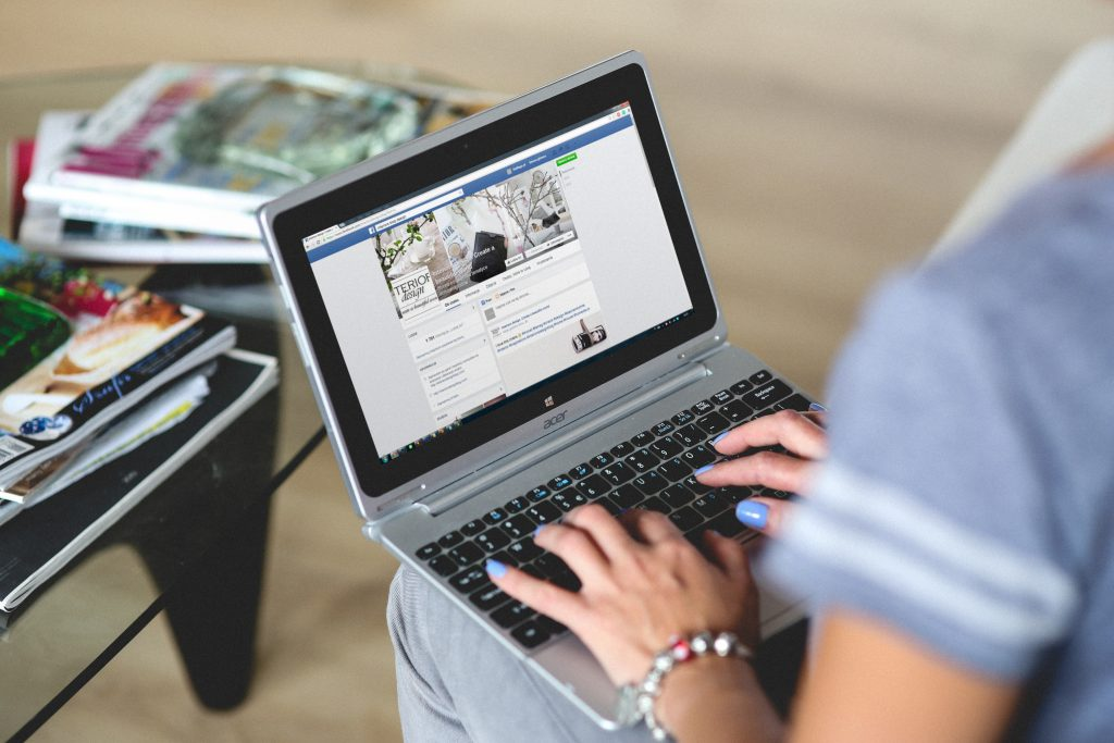 tìm khiếm khách hàng trên fanpage facebook